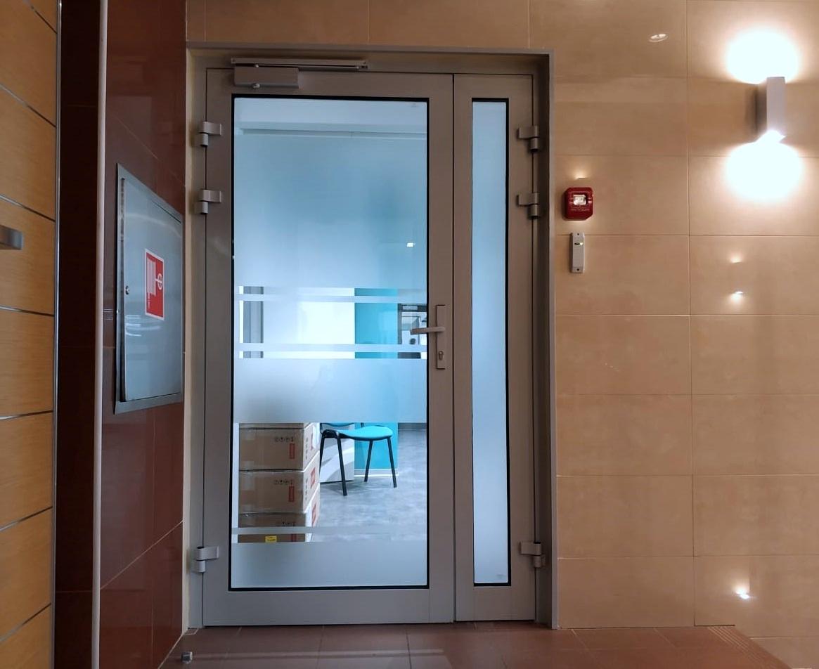 Противопожарные стеклянные двери