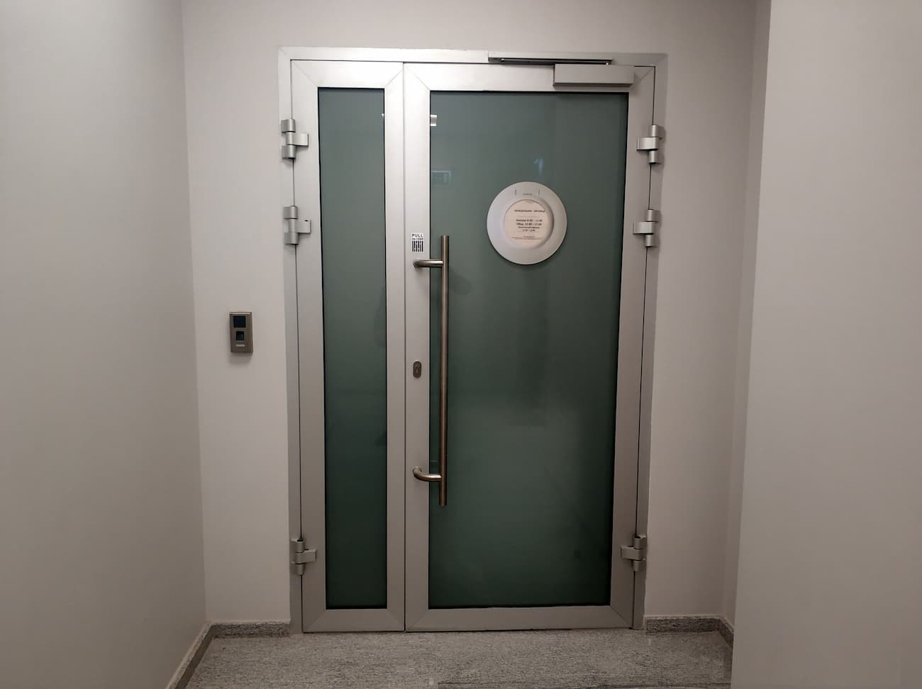 Противопожарные алюминиевые двери